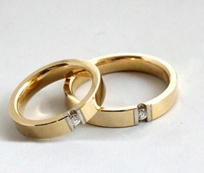 Geel gouden trouwringen met diamanten