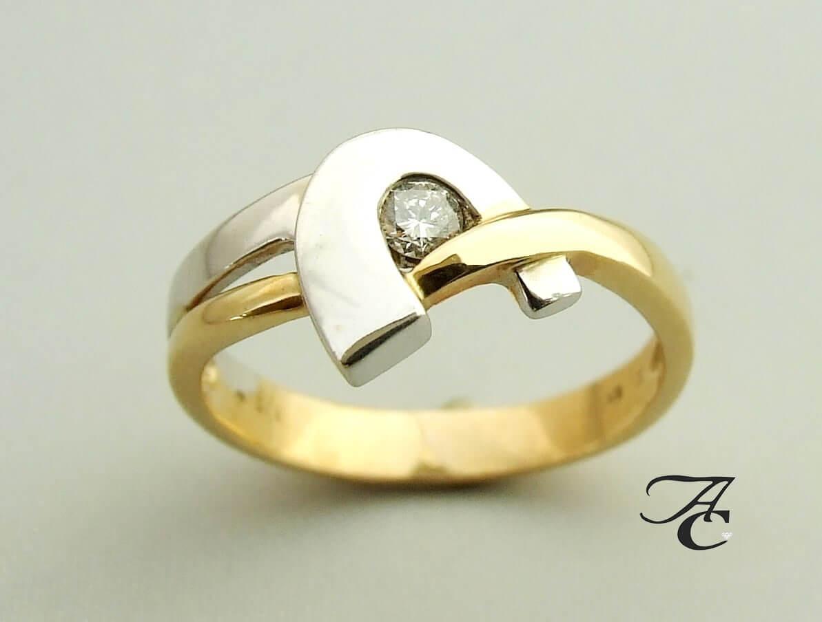 Wit- en geel gouden ring met solitair briljant
