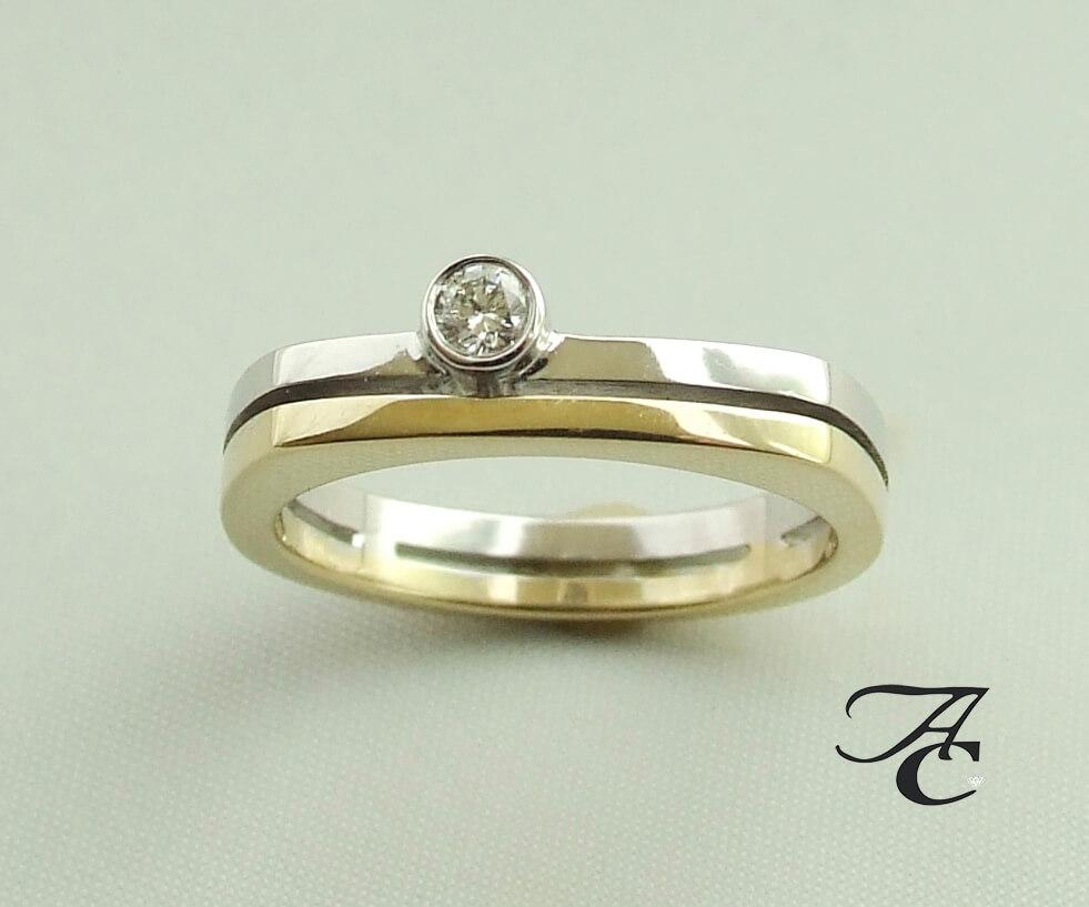 Wit- en geel gouden ring met solitair briljant geslepen diamant