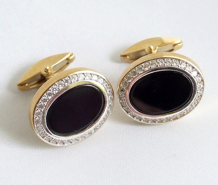 Gouden manchetknopen met onyx en diamanten
