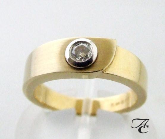 Atelier Christian gouden ring met solitair briljant