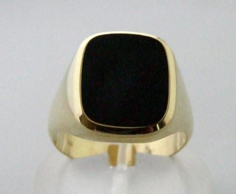 Gouden zegelring met lagensteen