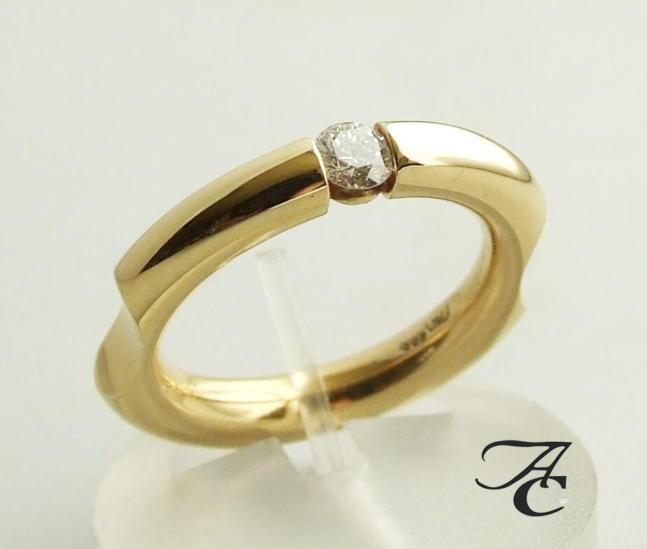 Gouden fantasie ring met briljant