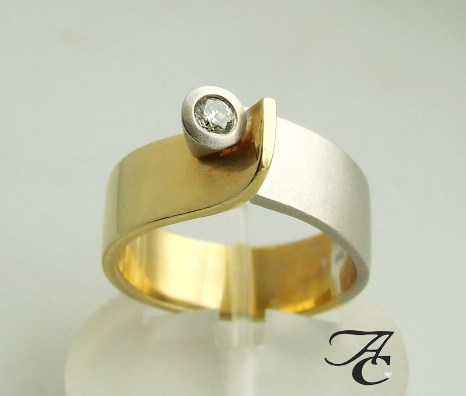 Bicolor ring met briljant