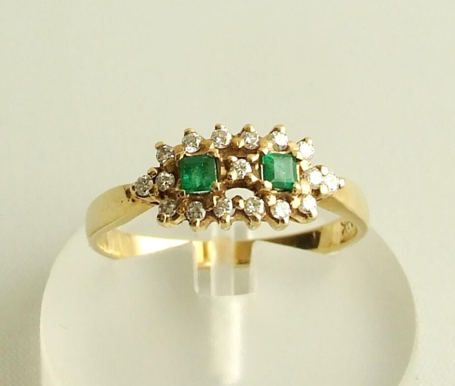Gouden ring met smaragd en diamant