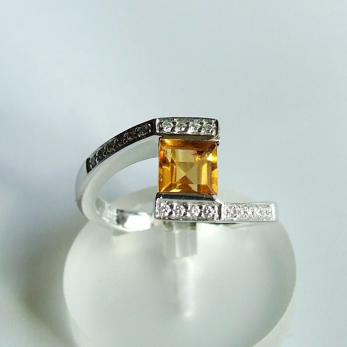 Wit gouden ring met citrien en briljant