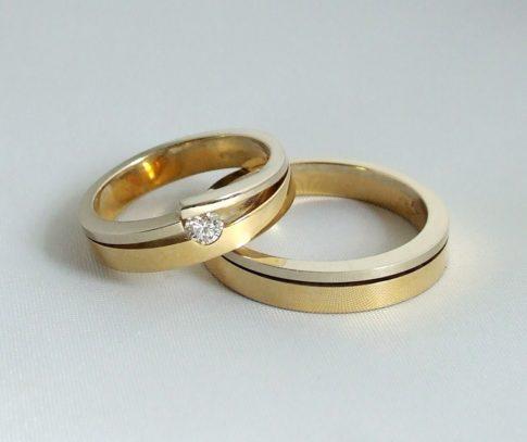 Gouden trouwringen met briljant