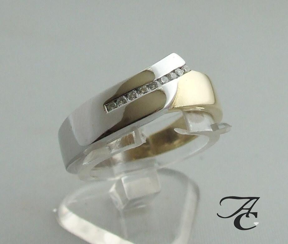 Geel en wit- gouden ring met briljanten