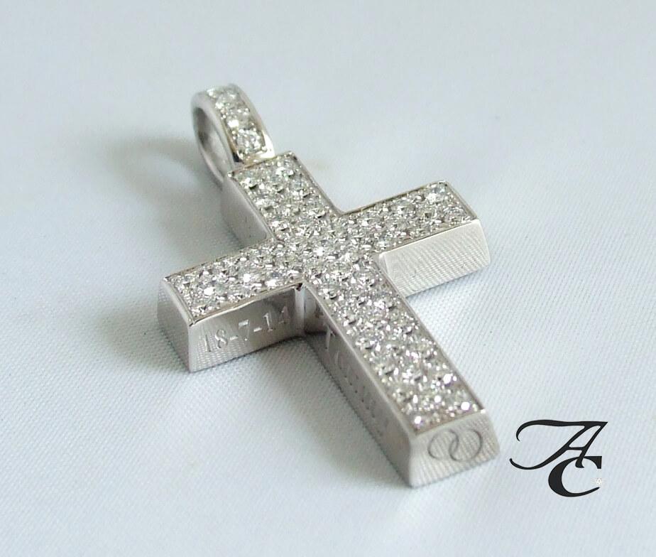 Wit gouden kruis met briljanten