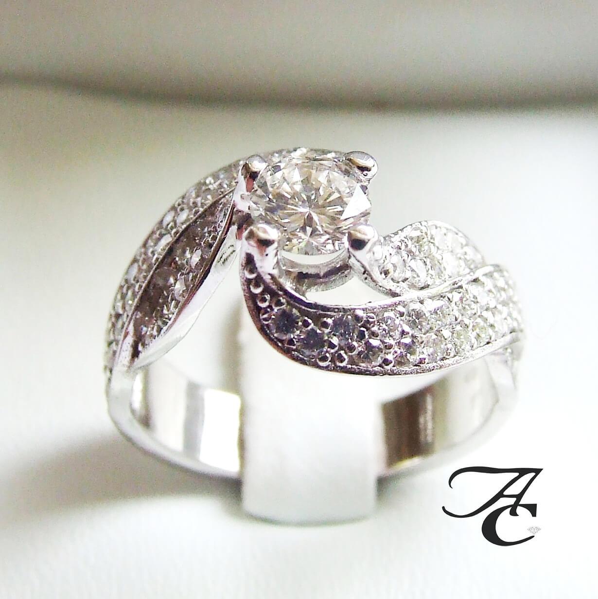 Wit gouden diamanten ring
