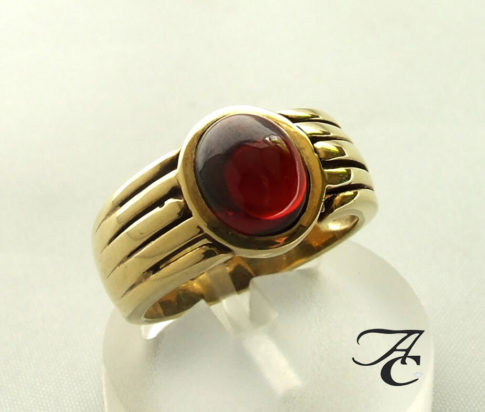Atelier Christian gouden ring met granaat
