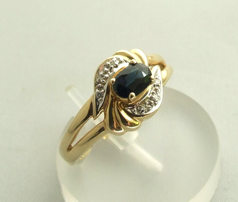 Gouden saffier en diamanten ring