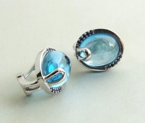 Wit gouden oorbellen met topaas en diamant