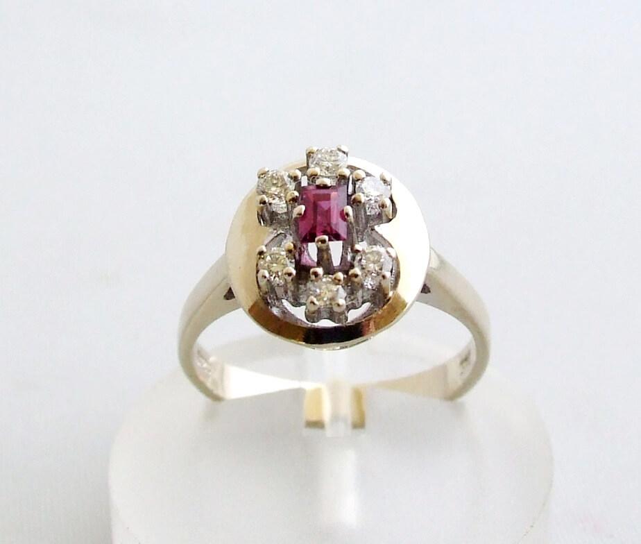 Wit gouden ring met diamant en robijn