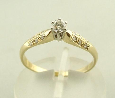 Geel gouden ring met briljant geslepen diamant