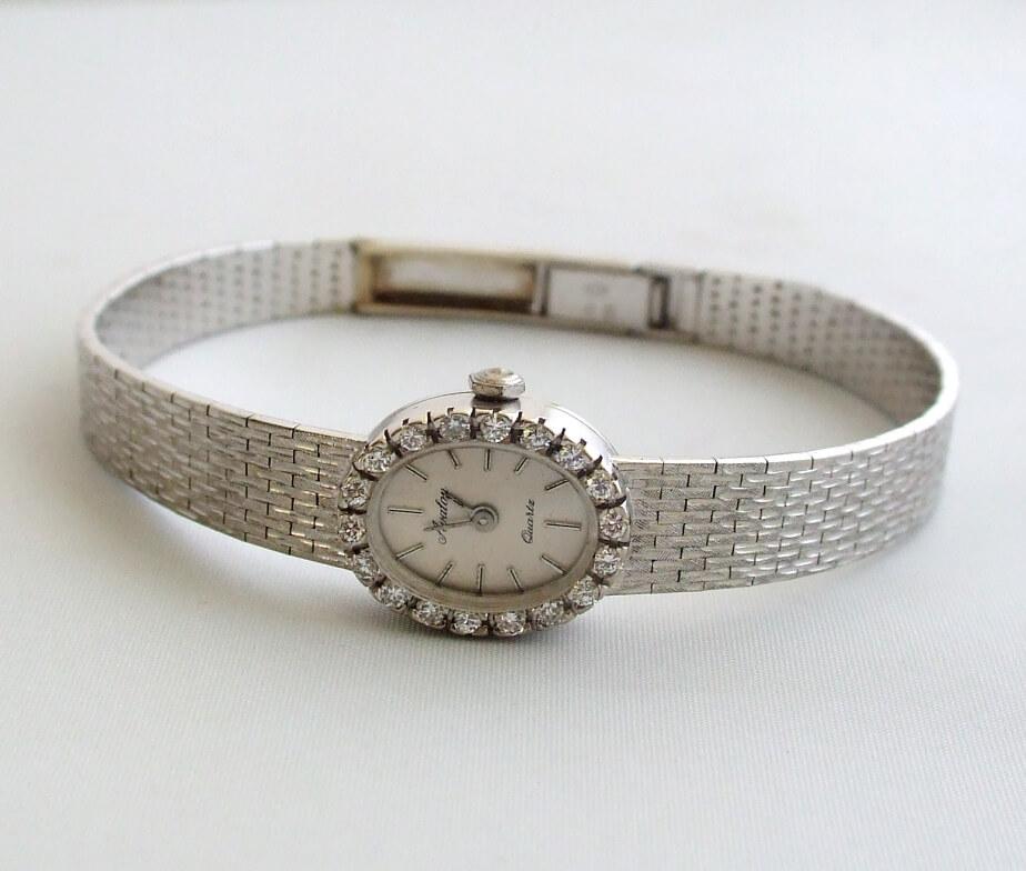 Wit gouden horloge met diamanten