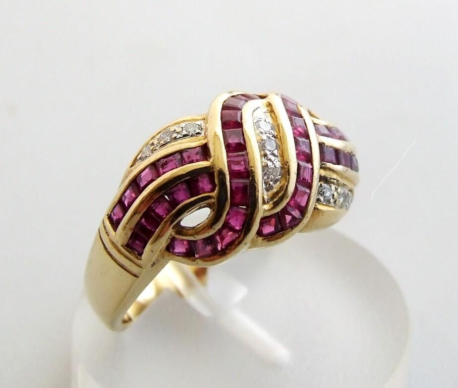 18 krt gouden ring met robijn en diamant