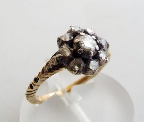 Antieke ring met roosdiamanten