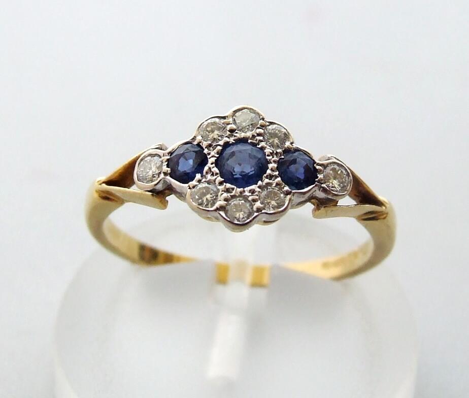 18 karaat ring met diamant en saffier