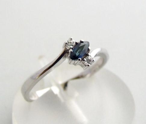 Wit gouden ring met saffier en diamant