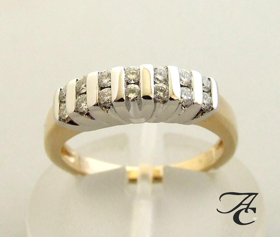 Geel gouden ring met briljant geslepen diamanten