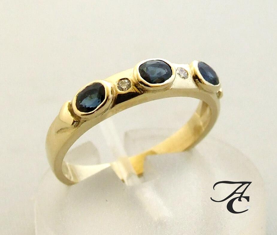 Gouden ring met briljant en saffier