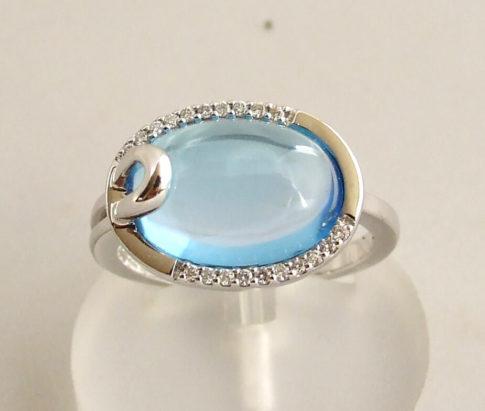 Gouden ring met topaas en diamant