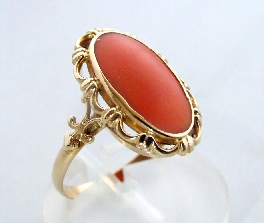 Gouden occasion ring met bloedkoraal