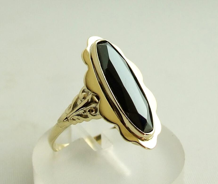 Gouden ring met hematiet
