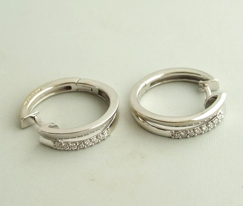 Wit gouden oorbellen met diamant
