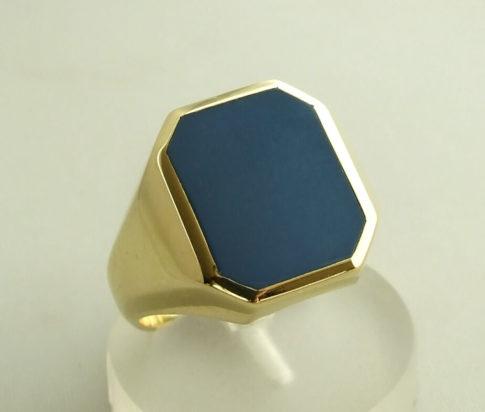 Gouden ring met lagensteen