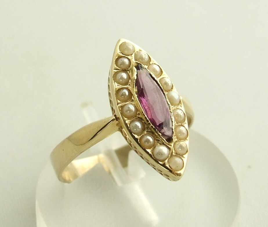 Gouden ring met amethyst en zaadparels