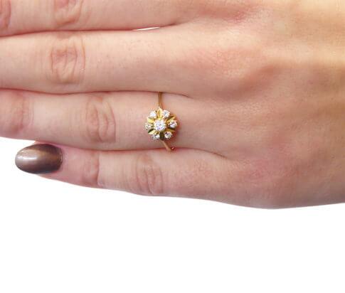 Gouden ring met briljant geslepen diamanten