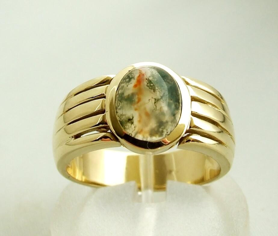 Gouden ring met mos agaat
