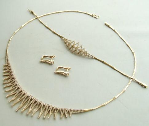 Gouden sieraden set met zirkonia