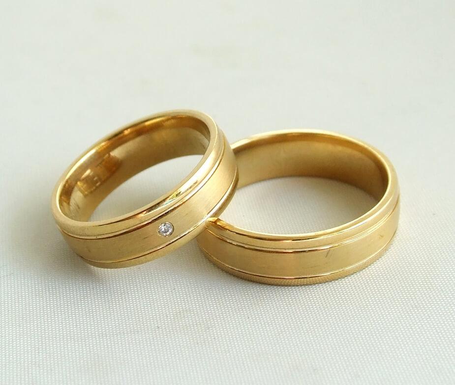 Geel gouden trouwringen met diamant