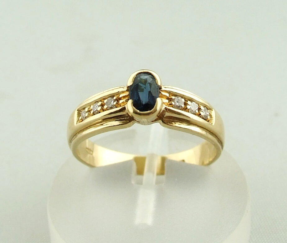 Geel gouden ring met saffier en diamant