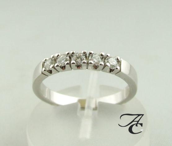 Gouden alliance ring met diamant