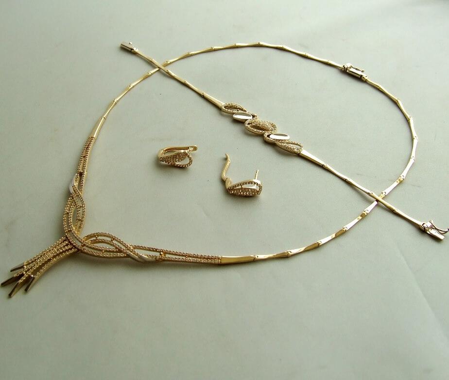 Geel gouden set sieraden met zirkonia