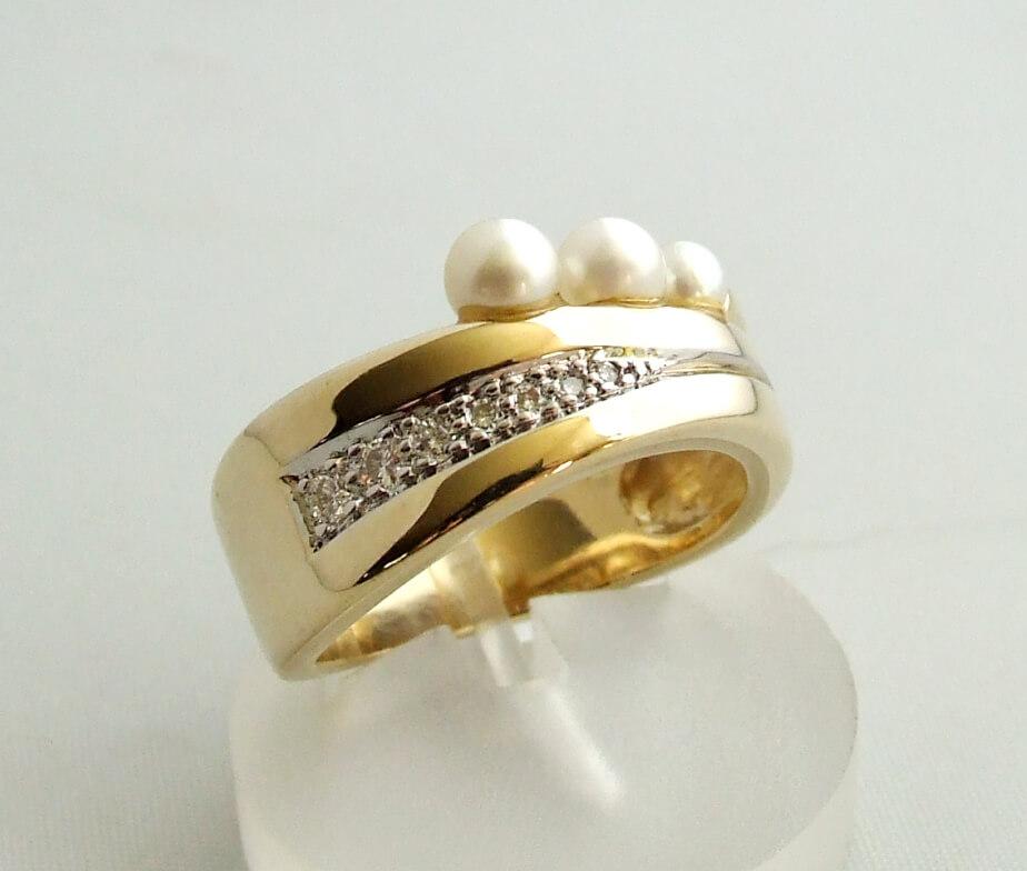 Gouden ring met diamant en parel