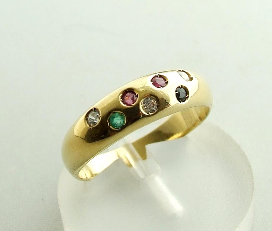 Gouden ring met diamant, robijn, saffier en smaragd