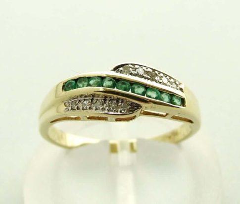 Geel gouden ring met diamant en smaragd