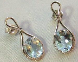 Gouden oorbellen met aquamarijn en diamant
