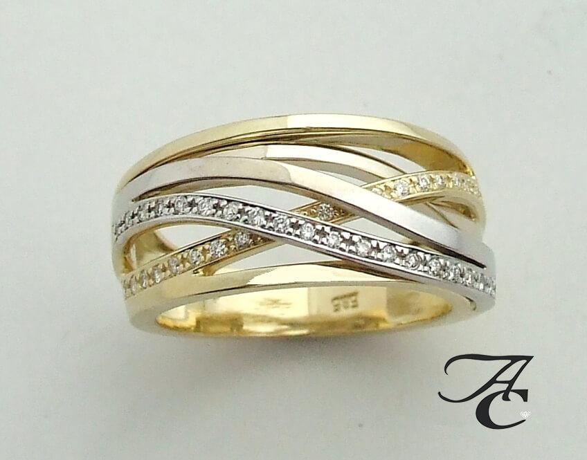 Gevlochten bicolor gouden ring met briljanten