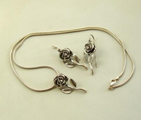 Zilveren collier en oorbellen