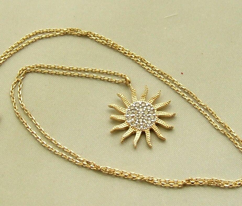 Geel gouden collier met zon hanger