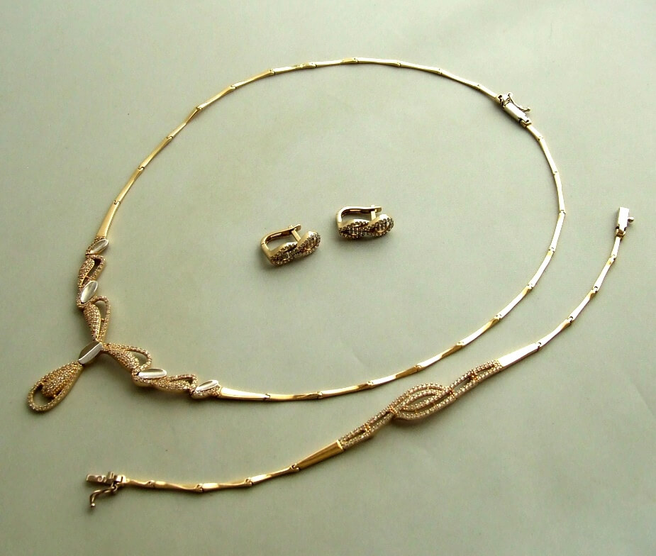 Gouden set met zirkonia