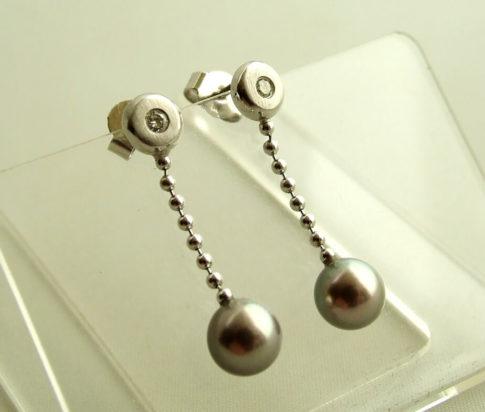 Wit gouden oorbellen met diamant en parel