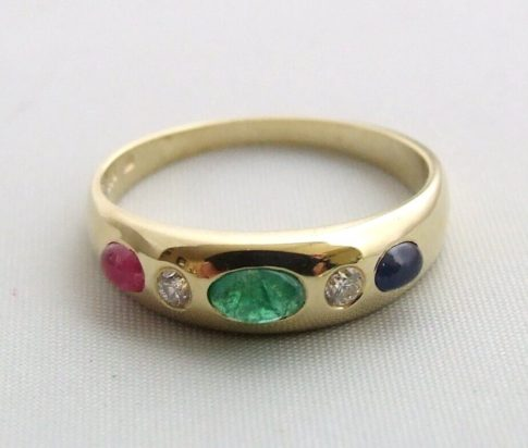 Gouden ring met briljant, smaragd, robijn en saffier