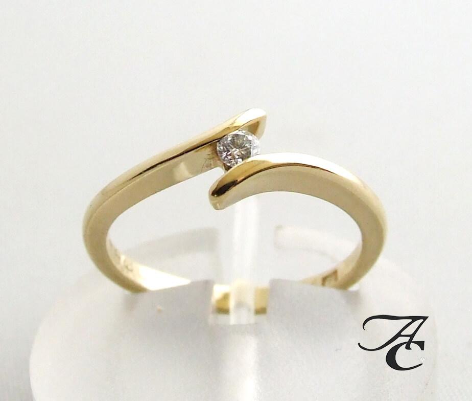 14 karaat gouden ring met centrale diamant
